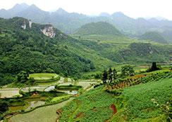生态休闲 · 贵州省黔南州摆龙河湿地生态休闲度假区:以山谷湿地田园村寨为基底,具有布依苗族少数民族文化风情的大型生态休闲度假区